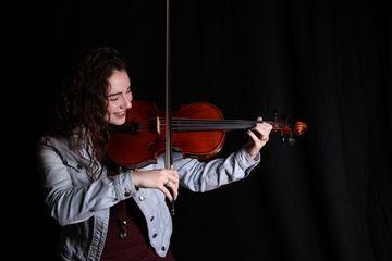 Erin Gabriel playing the violin